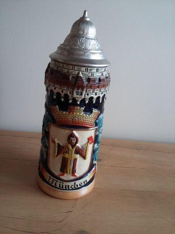 Kufel ceramiczny Munchen z przykrywa. Ręcznie malowany. Sygnowany