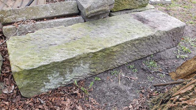 Bloki ciosane z piaskowca