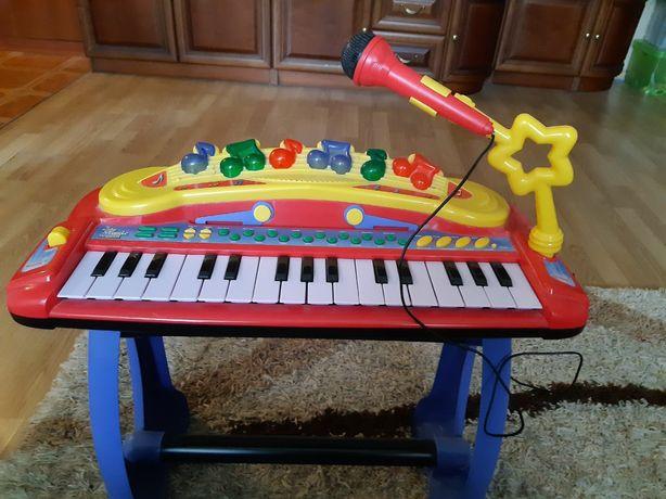 SIMBA Музыкальный инструмент Клавишные-парта с микрофоном, стулом