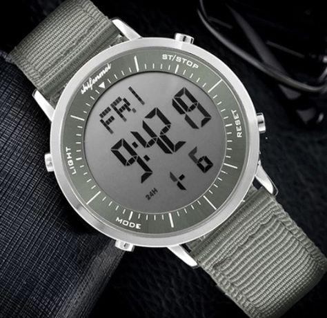 Zegarek Męski płaski na rękę.