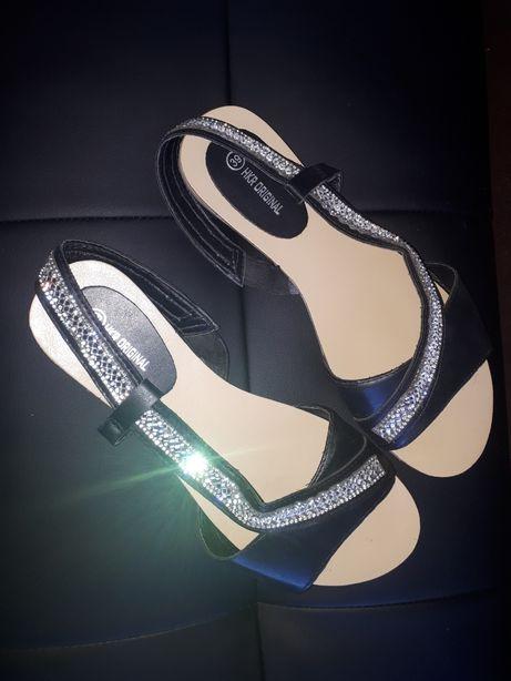 Sandałki czarne z cyrkoniami