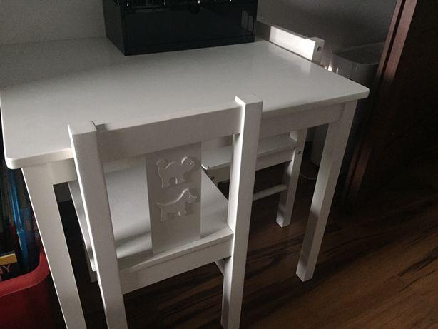 Stolik dzieciecy + 2 krzeselka