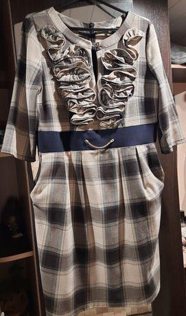 Платье из теплой костюмной ткани