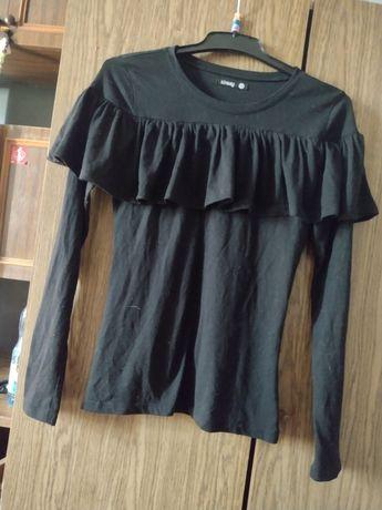 Oddam czarną bluzkę z falbankami SINSAY