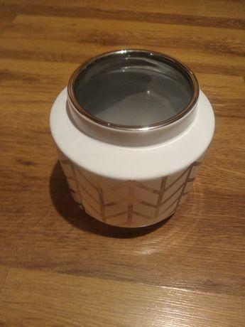 Wazon, ozdoba porcelanowa