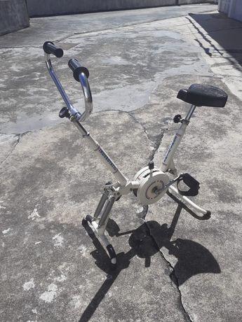 Bicicleta de exercício com remo. Vintage em ótimas condições