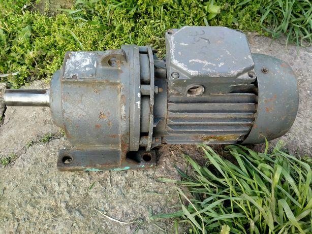 Мотор-редуктор 2,2 кВт 35,5 об СССР хорошее состояние