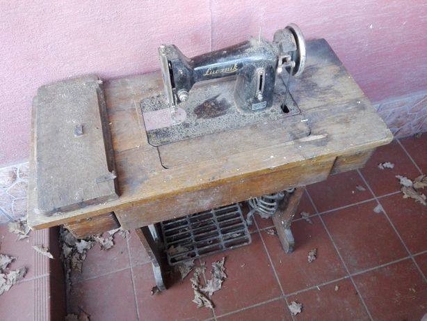 Stara maszyna do szycia Łucznik
