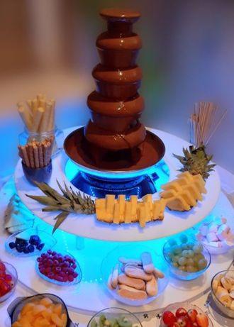 Fontanna czekoladowa wynajem + czekolada patyczki serwetki talerzyki
