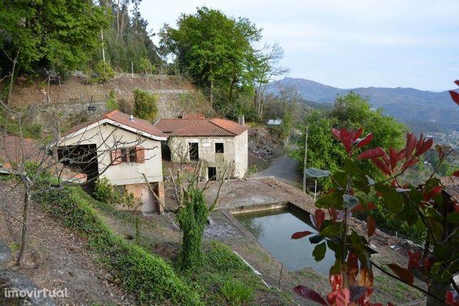 Quintinha c/ 2 Moradias c/ Piscina - Seramil