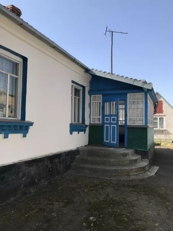 Продається хата в селі Гадзинка, 12 км від Житомира.