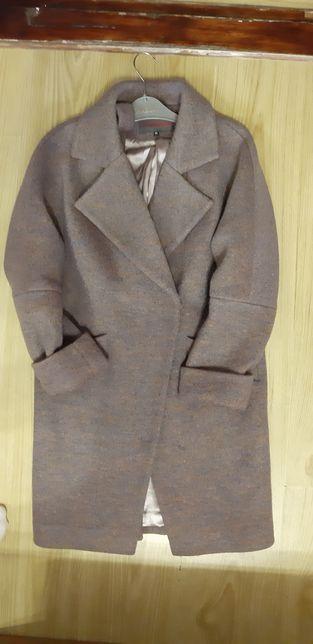 Пальто жіноче в хорошому стані