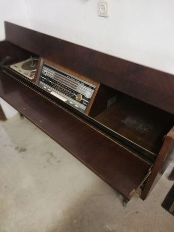 Móvel Giradiscos e rádio antigo