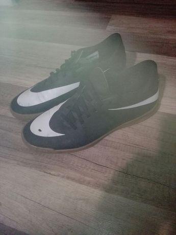 Sprzedam buty halówki Nike
