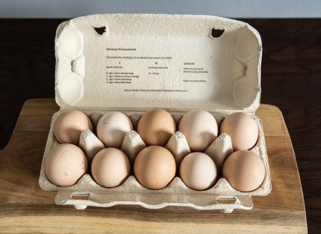 Wiejskie jajka od kur z wolnego wybiegu