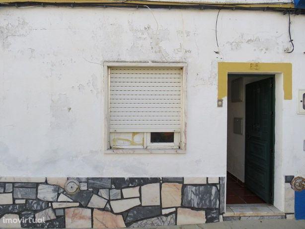 Moradia T2 em vila alentejana a 30 kms de Évora