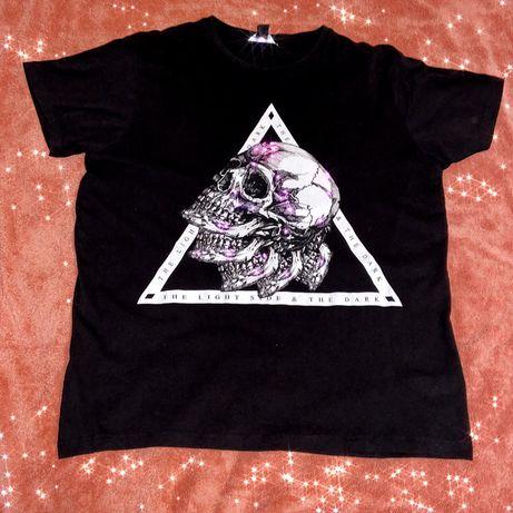 Черная футболка с черепами (рок, панк)