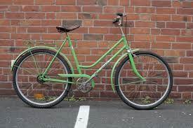 biciclete verde com 7 anos