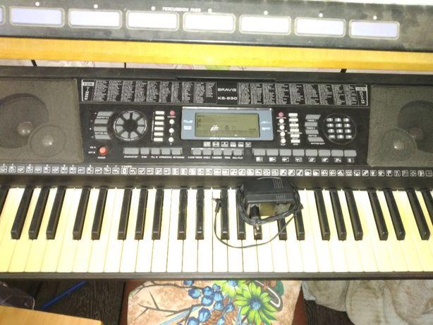 Продам синтезатор BRAVIS KB-930