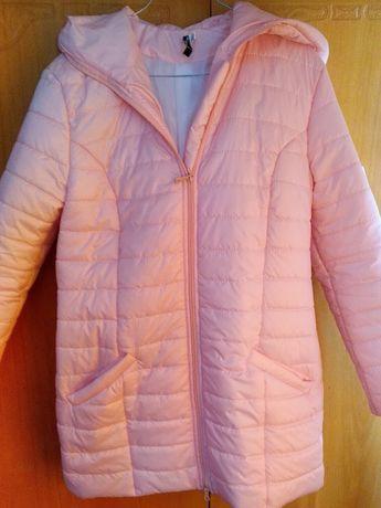 Продам куртку розовая,весна,лёгкая, удобная,новая,не подошёл размер.