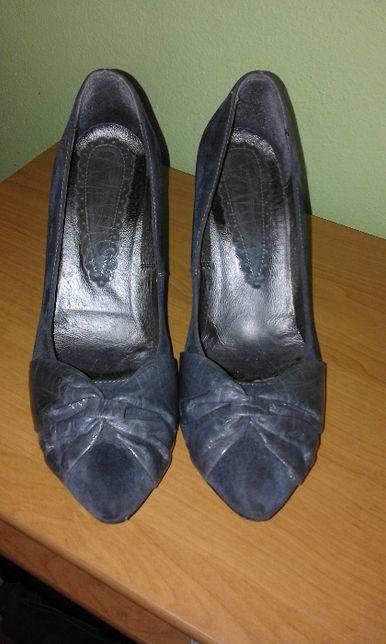 szare buty damskie
