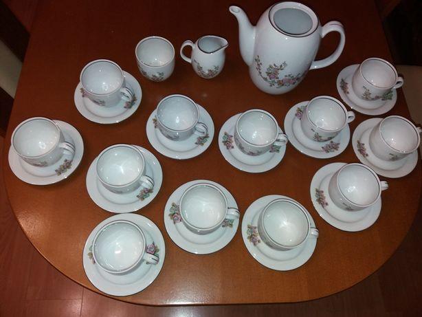 Porcelanowa zastawa do kawy 12 osób z Wałbrzycha