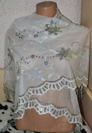 Красивый праздничный белый  платок в церковь