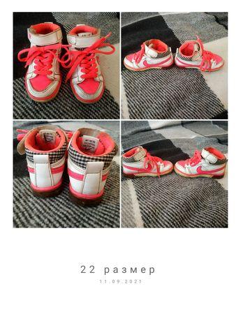 Кросовки 22 размер