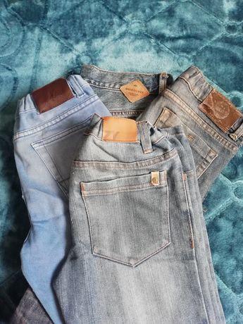 Conjunto composto por 4 pares de calças