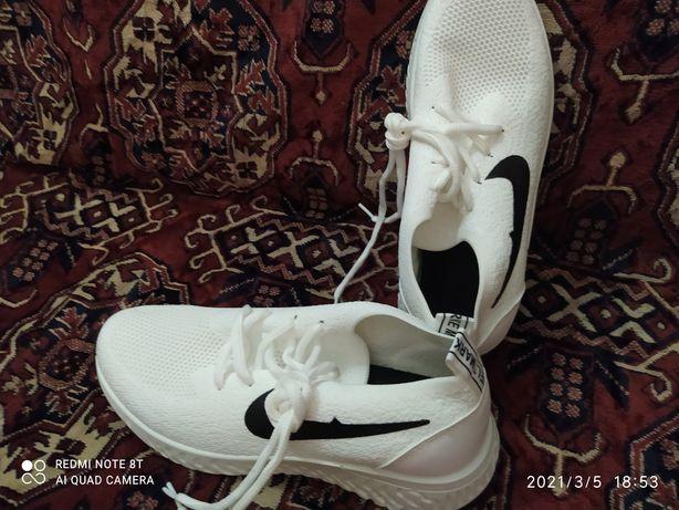 Віддам нові кросівки
