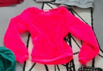 Sweterek na zimę piękny rozowy 140cm