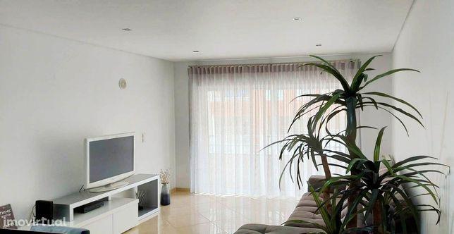 Apartamento T2 varanda, box e arrecadação, Arneiro  Cascais