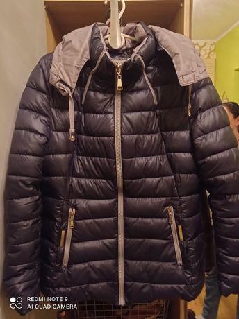 Sprzedam damską kurtkę pikowaną .