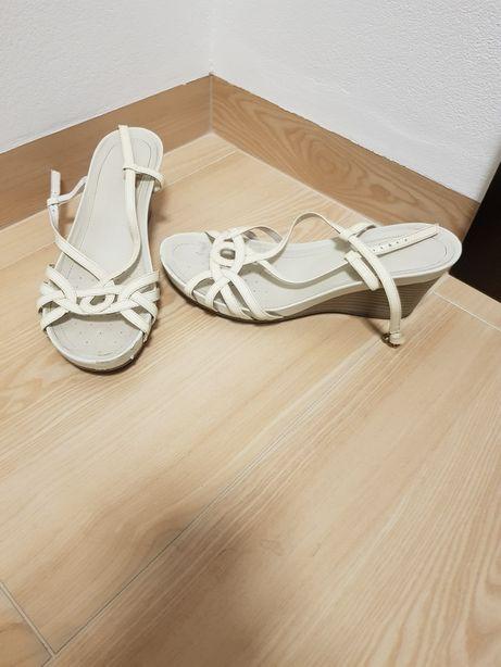 Sandały na koturnie Geox