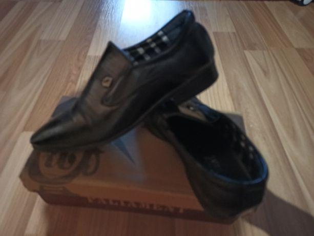Продам туфли  на мальчика. Размер 30