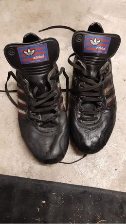 Botas de futebol antigas da Adidas