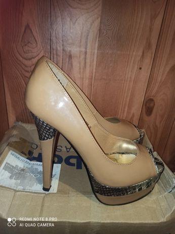 Туфлі срочно. Майже нові