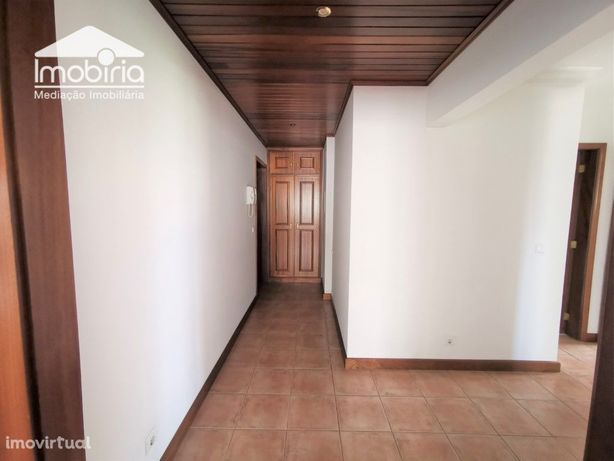 Apartamento T2 C/ Lugar Garagem Varanda Arrendamento Esgu...