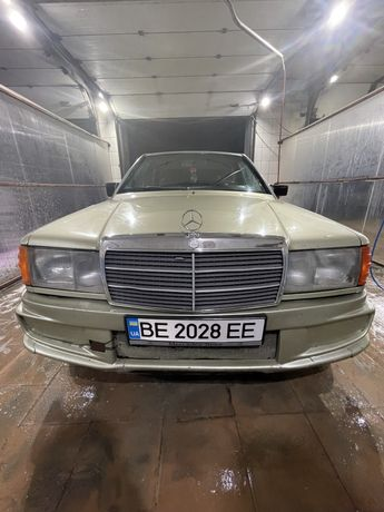 Mercedes-Benz                          .