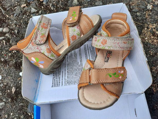 Скидка! Босоножки сандалии для девочки новые Blooms