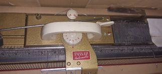 Maszyna dziewiarska Passap , swetry i inne.