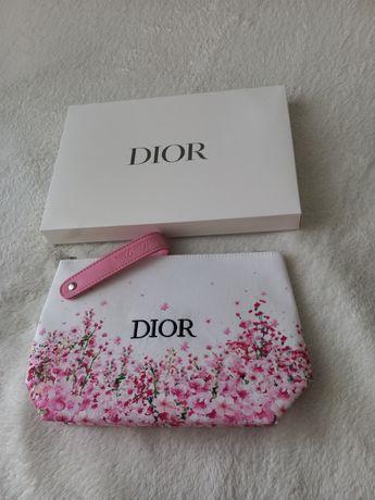 Продам косметичку Dior