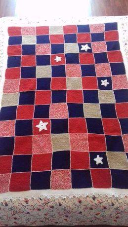 Manta de quadrados de lã tricotada à mão