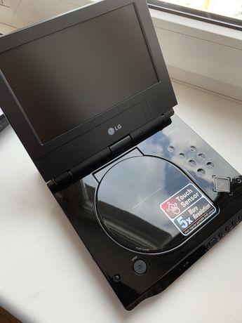 Новий DVD-програвач LG DP281B