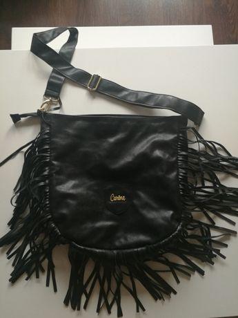 Carine czarna torebka z frędzlami listonoszka shopper worek