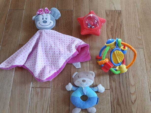 Zestaw 4 zabawek/ grzechotek dla niemowlaka
