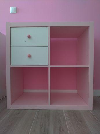 Móvel cor de rosa com 2 gavetas brancas