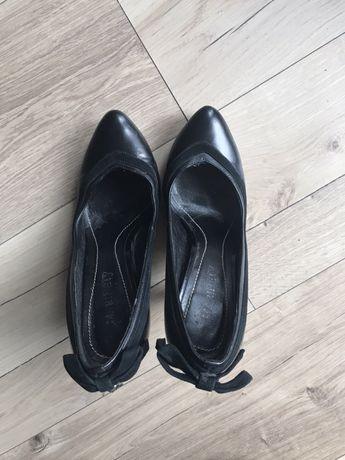 Кожаные чёрные туфли