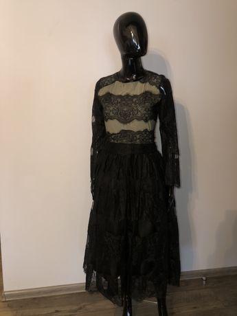 Piękna długa suknia balowa