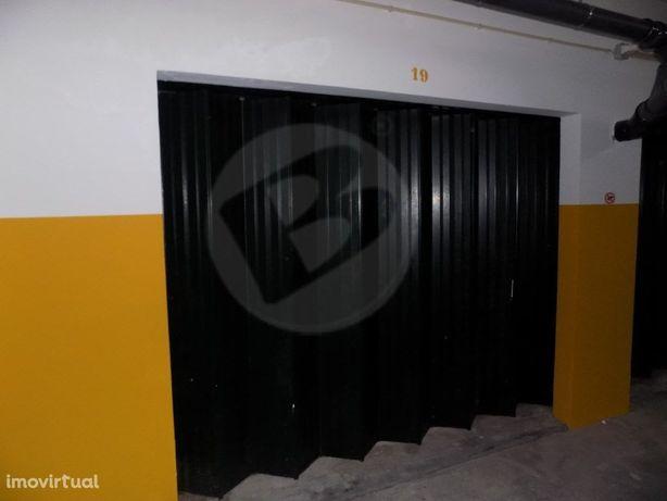Garagem Fechada p/ 1 Carro   Vila do Conde